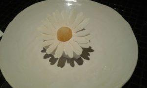 15. Margarita de coco con pétalos de yogur, fruta de la pasión y helado