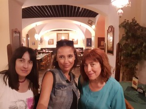 Comiendo con Angels y Montse en Ambassador Praga Ago16
