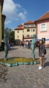 Sonia Selma en Museo Kafka Praga Ago16 David Cerny