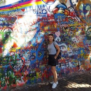Sonia Selma muro John Lennon Praga Agosto 16