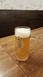 Cerveza en Pivnice u Pivrnce Sonia Selma Praga Ago16