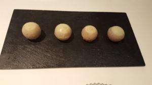 bombon-liquido-de-granada-sonia-selma-en-lienzo