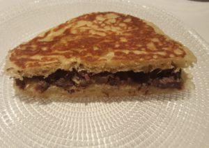 brioche-al-vapor-con-rabo-de-toro-especiado-sonia-selma-en-restaurante-lienzo