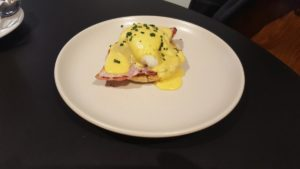 huevo-benedict-desayuno-en-the-federal-cafe-sonia-selma